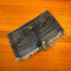 Guess women light distressed shorts, 28